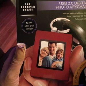 the sharper image Accessories - THE SHARPER IMAGE PHOTO KEYCHAIN.
